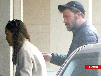 Ben Affleck Hanging with Jennifer Garner After Completing Rehab (PHOTO)