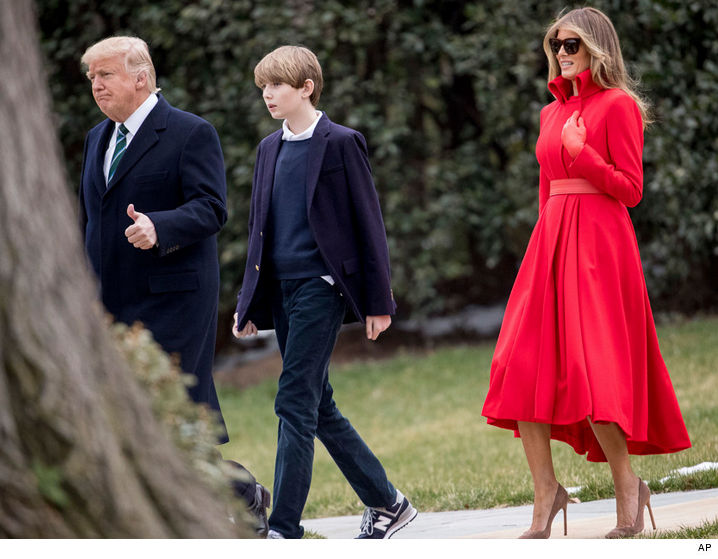 Barron Trump took a stroll around the White House with his parents on ...