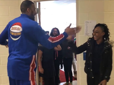 Globetrotters Star Meets FAMOUS HANDSHAKE STUDENTS ... Let's Do This!!! (VIDEO)