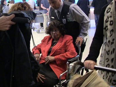 Katherine Jackson Back in L.A. Under Heavy Biological Guard (360 VIDEO)