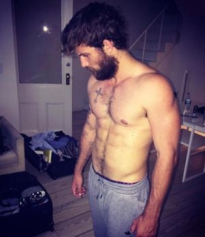Alex Pettyfer's Shirtless Shots