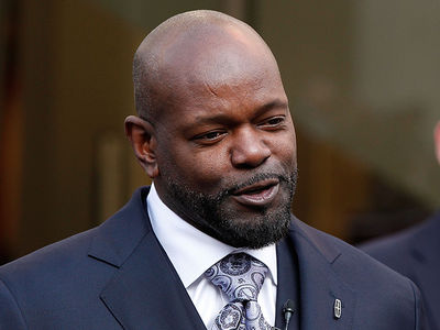 Emmitt Smith Congratulates Sergio Garcia for Fighting Through 'A Varsity' (PHOTOS)