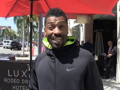 'Black-ish' Star Deon Cole Just Flew United and It Was 'Stressful as Hell' (VIDEO)