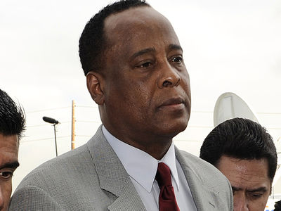 Dr. Conrad Murray's 1st Meal Behind Bars -- Super Cheeeeesy