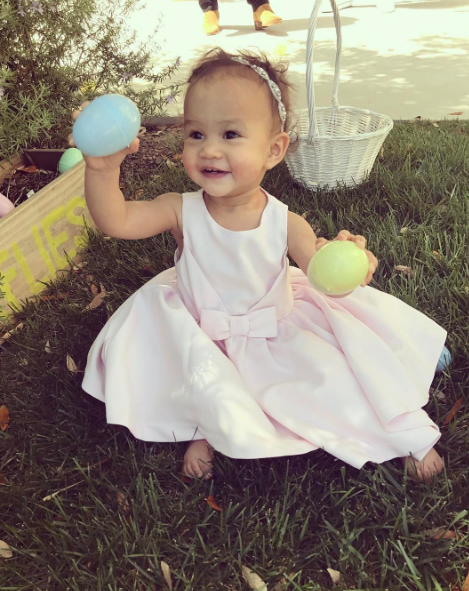 John Legend put this adorable pic of Chrissy Tiegen and his baby girl, Luna