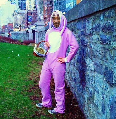 Snoop Dogg shared this hilarious photoshopped pic of him in a Bunny suit.