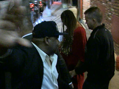 Beyonce Very Pregnant but Hides Baby Bump from Paparazzi (VIDEO)