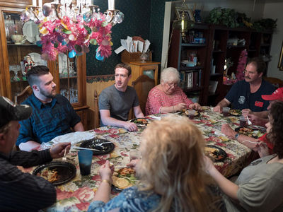 Mark Zuckerberg Surprises Ohio Family Who Voted for Trump at Their House for Dinner (PHOTO)