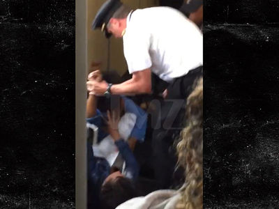 Delta Pilot Hit Passenger to Release Choke Hold (VIDEO)