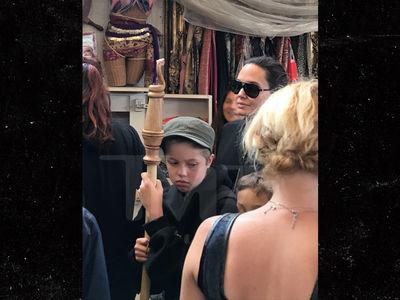 Angelina Jolie Hits Renaissance Faire with Daughter Shiloh, Sans Brad Pitt (PHOTOS)