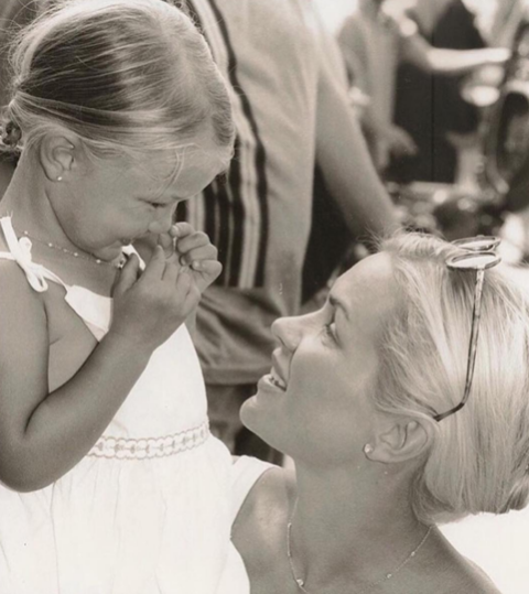 Gigi Hadid posted a cute throwback photo of her and mom, Yolanda