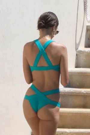 Emily Ratajkowski Cannes Do No Wrong Wrapped Up In Her Bikini