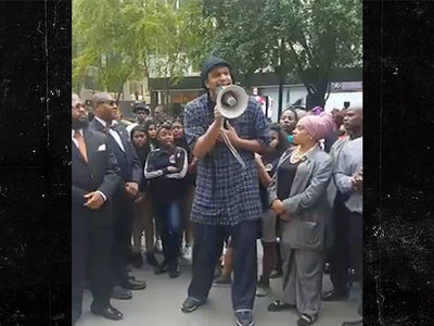 Colin Kaepernick Supporters Gather At NFL Headquarters (VIDEO)