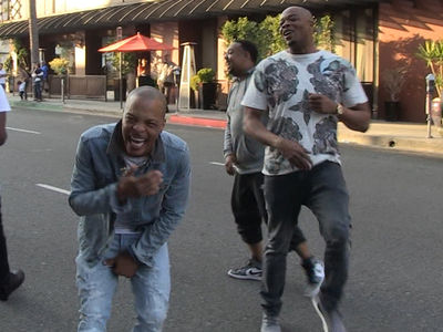 T.I. Laughs Ass Off at His Crew's Footrace in Bev Hills Streets (VIDEO)