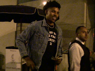 Nick Young Serenades Baby Mama on Fancy Date Night (VIDEOS)