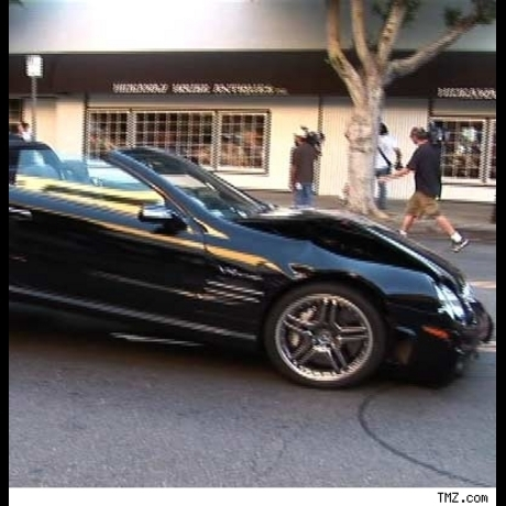 Lindsay Lohans's black Benz droptop has a little front end boo-boo after a scary crash on Robertson Boulevard in L.A.