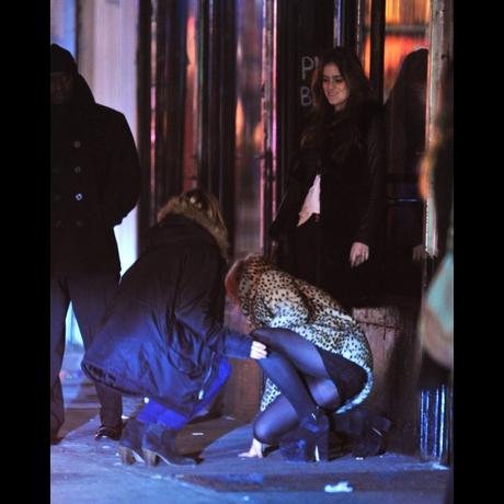Lindsay lohan falls down photo 0 for Tmz tour new york city
