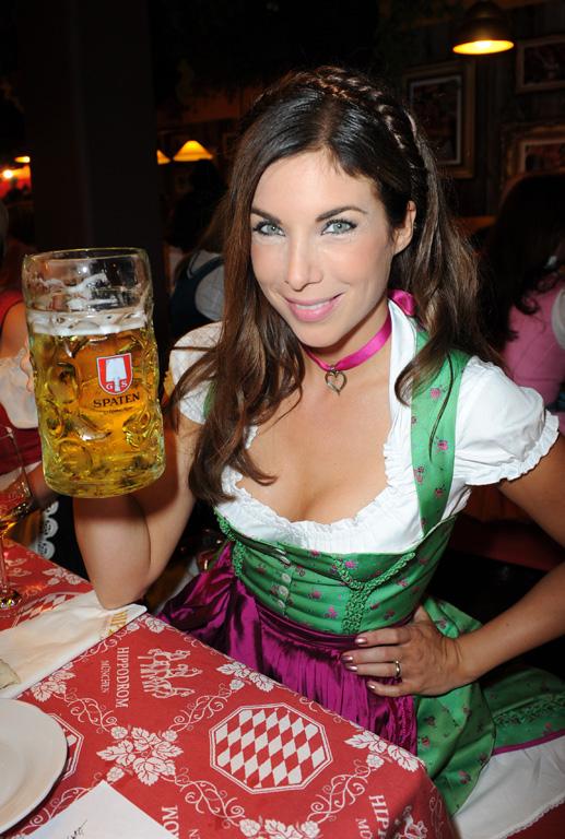 Oktoberfest Babes In Germany Guten Tag Photo 1 Tmz Com
