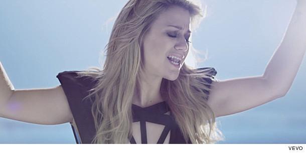 Kelly Clarkson Gorgeou...