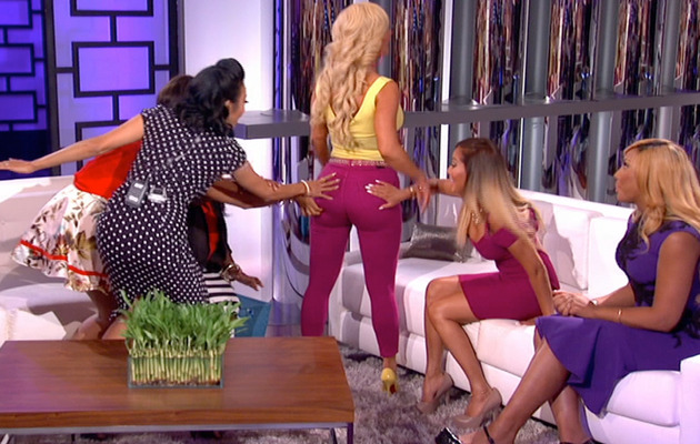 Nicki minaj ass grabbed on stage - 3 part 5