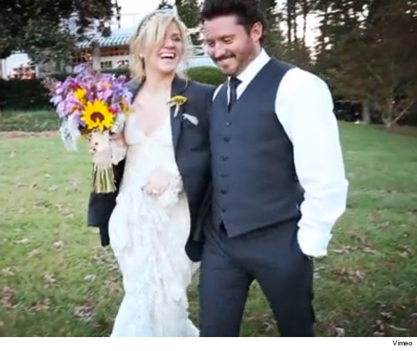 Kelly Clarkson Wedding.Kelly Clarkson Wedding Video Shows How Small It Really Was