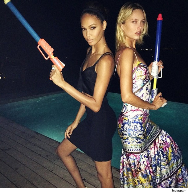 Naomi Campbell Kate Moss Flaunts Their Sizzling: Naomi Campbell Shares Sexy Bikini Pic With Kate Moss