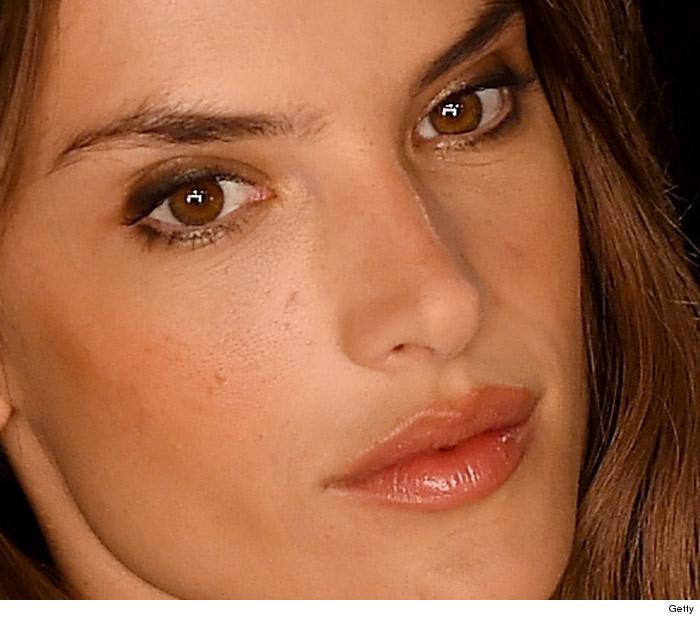 10 DANGEROUSLY Close Photos of Victoria's Secret Models ...