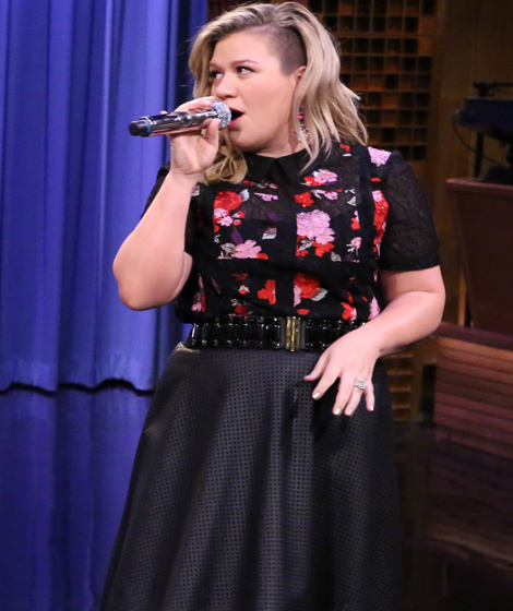 must see video kelly clarkson and jimmy fallon sing history of duets. Black Bedroom Furniture Sets. Home Design Ideas