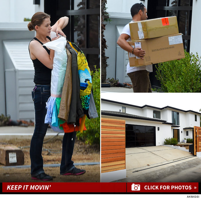 Kourtney Kardashian Tosses Scotts Wardrobe Take This Crap And Shove It
