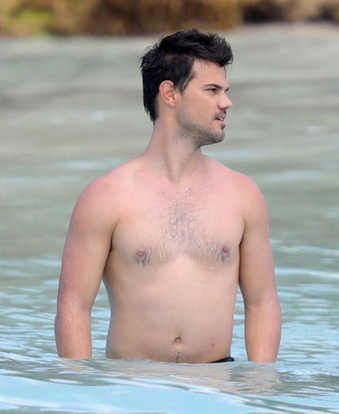 [Image: taylor-lautner-billie-lourd-shirtless-bi...5-480w.jpg]