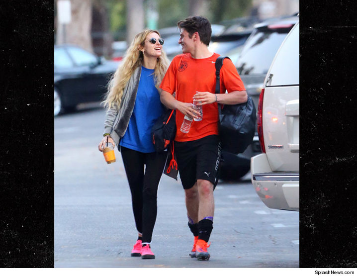 Bella Thorne Back With Age-Appropriate Boyfriend (PHOTOS ...