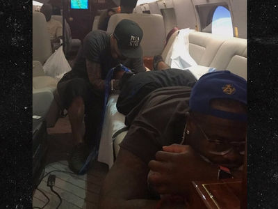 Von Miller Gets Tattoo On Private Jet