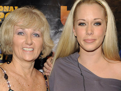 Major MAMA DRAMA Between Kendra, Her Mom & Hank -- What's Happening NOW?!