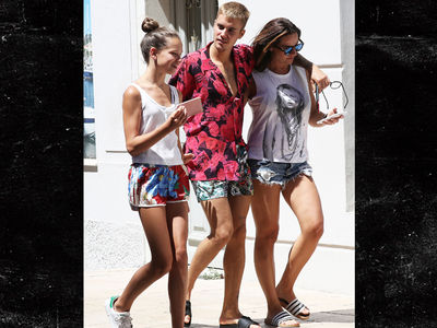 Justin Bieber Strolls with Nice, Friendly Chick in South of France