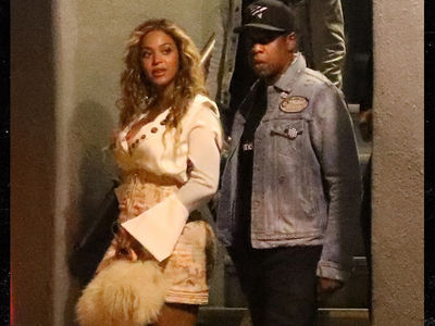 Beyonce & Jay-Z Leave Kids at Home, Hit the Town