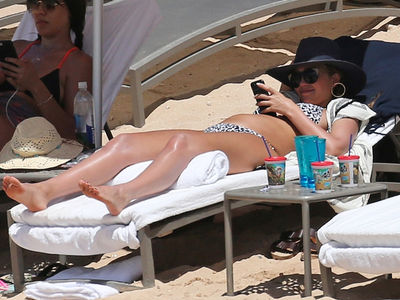 Jessica Alba Shows Off Baby Bump Sunbathing in Hawaii