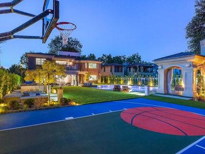 Khloe Kardashian & Tristan Thompson Eyeing $9 Million House With Hoop, Putting Green