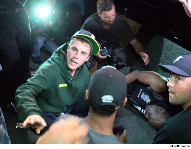 Bieber strikes paparazzo with pickup in Beverly Hills