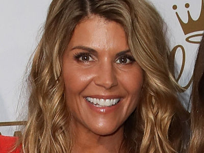 See Aunt Becky' Gorgeous Girls! Lori Loughlin Steps Out with Beautiful Teenage Daughters