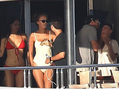 Leonardo DiCaprio & Tobey Maguire Cruising with Hot Chicks in St. Tropez!!!