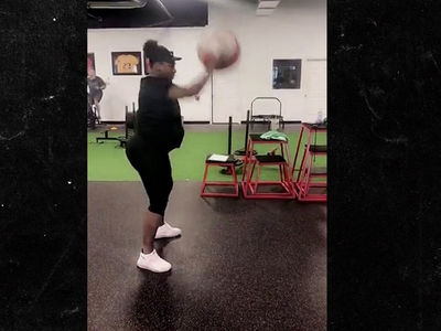Serena Williams Crushes Gym Workout at 35 Weeks Pregnant!!