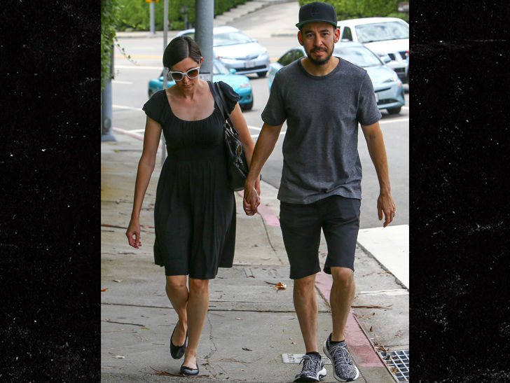Linkin Park S Mike Shinoda Is Getting By After Chester S Death With A Hand From His Wife Tmz Com