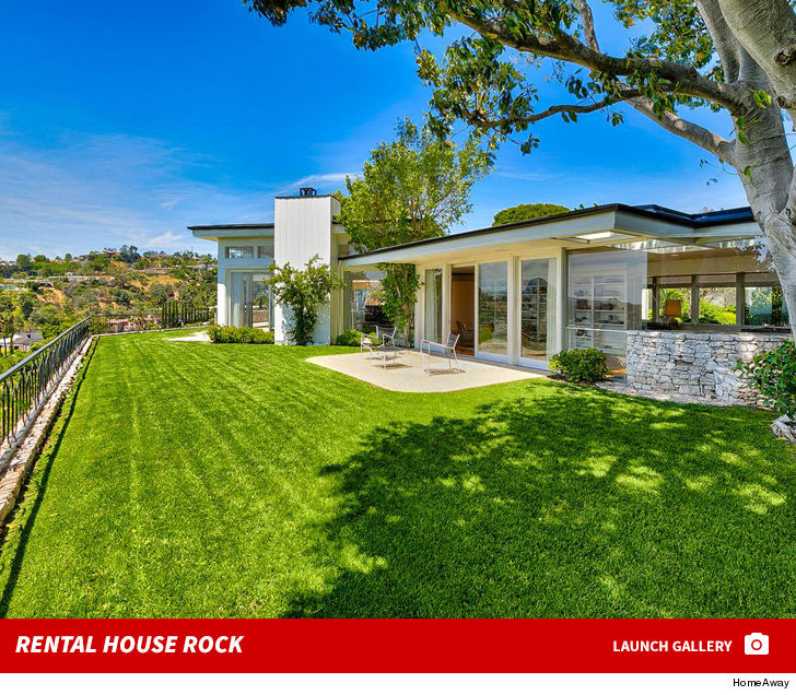 Elvis presley 39 s former beverly hills estate for rent at for Rent house for a night