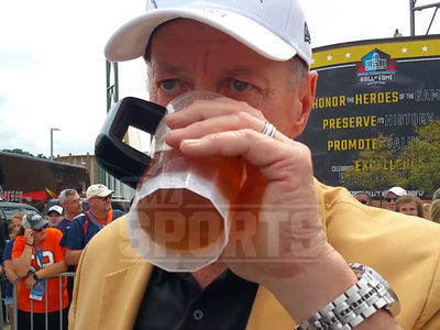 Jim Kelly Chugs Fan's Beer at Football Hall of Fame