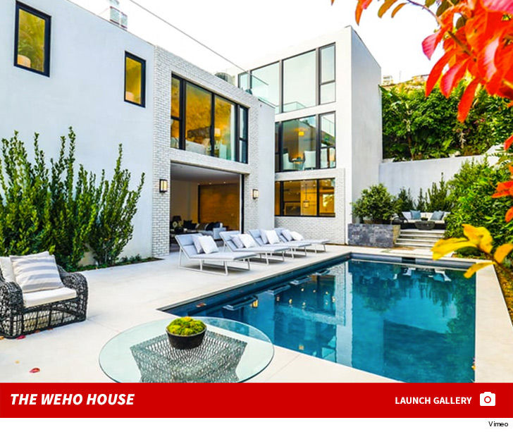 2048x2048 Kylie Jenner In Her House 5k Ipad Air Hd 4k: The Kardashians