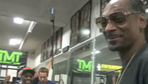 Snoop Crashes Mayweather's Boxing Gym, Let's Hug It Out