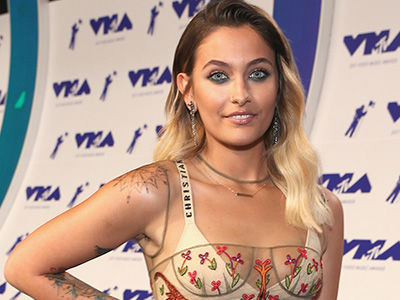 Paris Jackson Goes TOPLESS to Prove That She's Totally 'Comfortable In My Rolls'