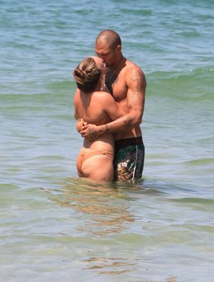 Jeremy Meeks And Chloe Green's Beachin' PDA Sesh