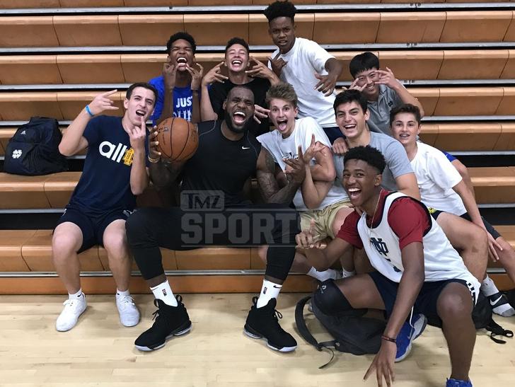 Image Mediatmz 2017 09 13 0913 Lebron At Notre Dame Hs Sports Wm 1