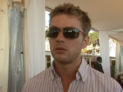 Ryan Phillippe Hires Lawyer to Sue Ex-GF Over Domestic Violence Claims